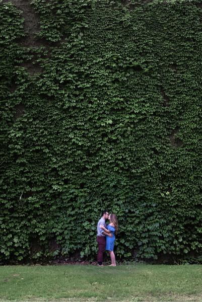 kiss-vert.jpg