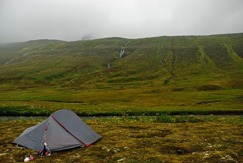 Tjald við Reiðá og gönguleiðin upp í Þorleifsdal