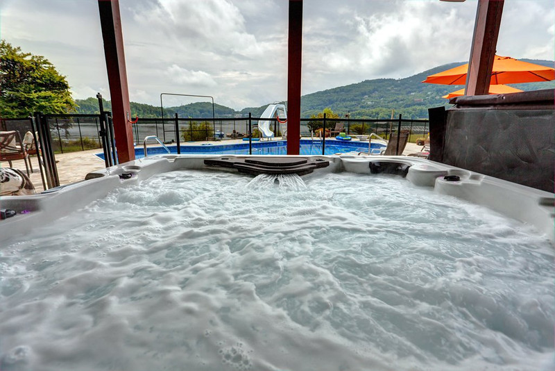 Hot tub 1.jpg