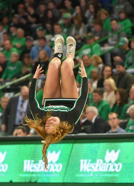 cheerleaders2513.jpg