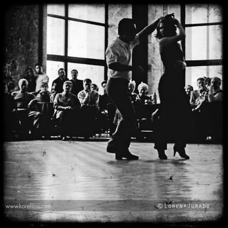 {baila conmigo}