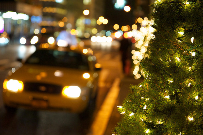 christmas-tree-bokeh-taxi-fifth-avenue