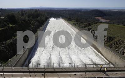 water-level-drops-behind-california-dam-easing-flood-fears