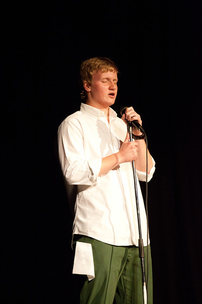 Contestant #16 - Dustin