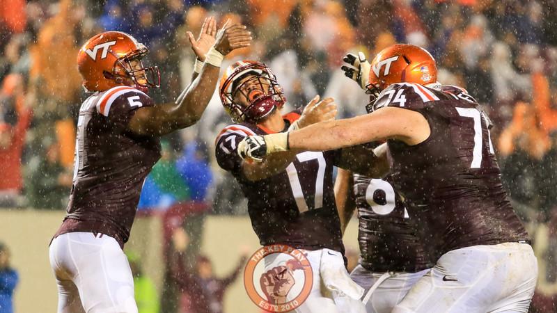 Josh Jackson (17) celebrates with his teammates after his touchdown run. (Mark Umansky/TheKeyPlay.com)