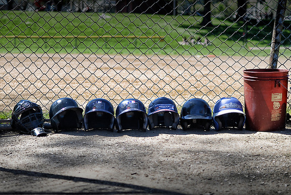 0426 emptiness  Headless helmets.