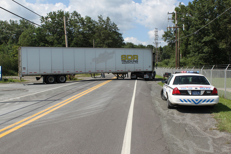 Truck Stuck, Lincoln Drive, Liberty St, Hometown, 8-16-2011 (22).JPG