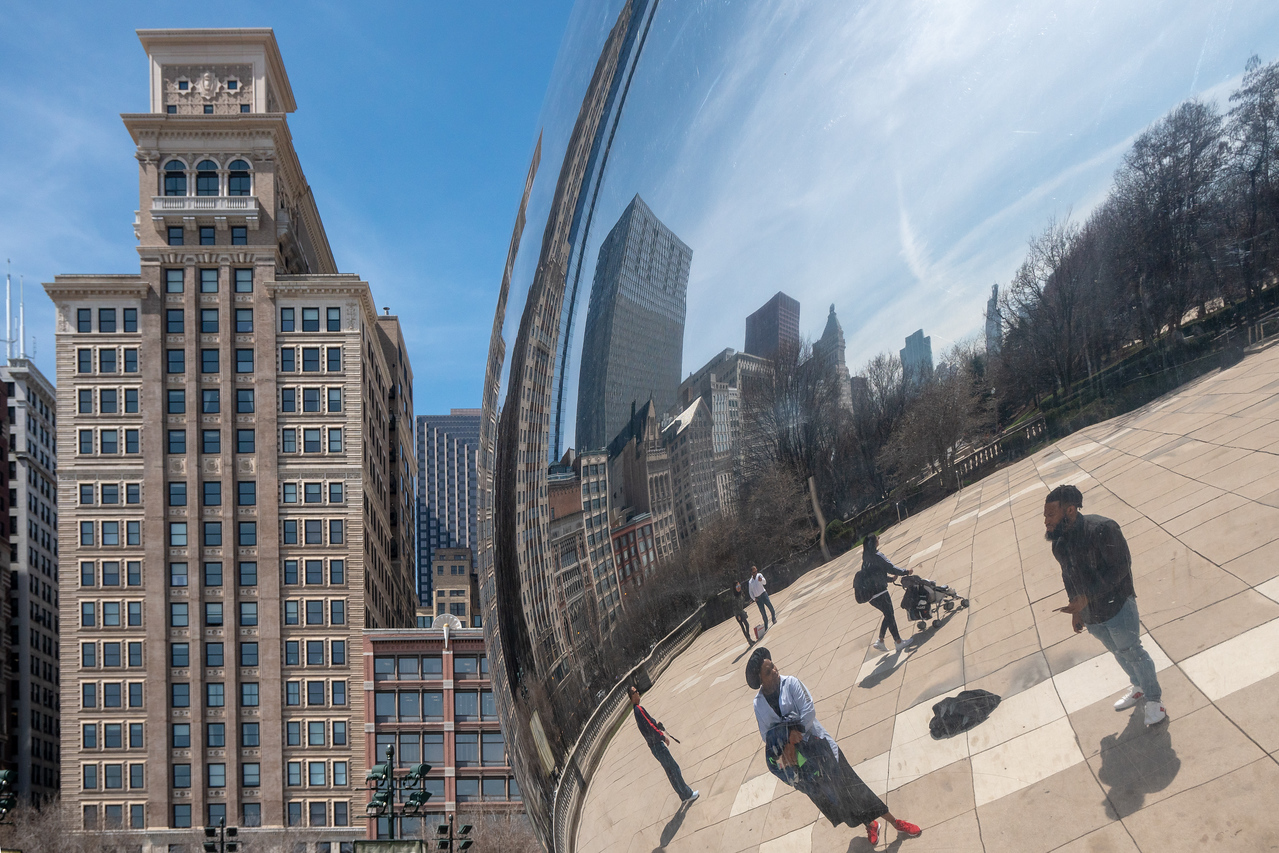 The building of Chicago reflected in The Bean