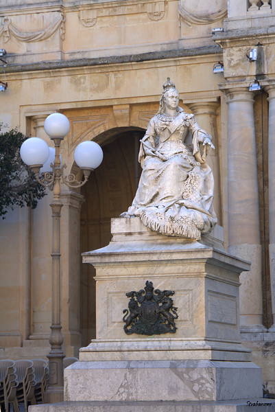 Valletta, Malta.    Statue of Queen Victoria outside the