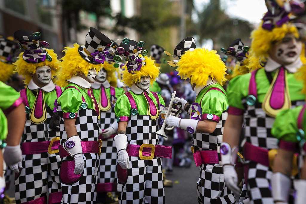 . People take part in the Las Palmas\' Carnival Parade held in the main streets of Las Palmas de Gran Canaria, Canary Islands, Spain, 01 March 2014.  EPA/ANGEL MEDINA G