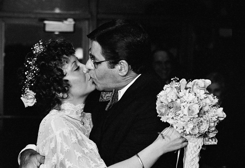 . Newlyweds Comedian Jerry Lewis married 32-year-old SanDee Pitnick, a Las Vegas dancer, in a small private ceremony on Sunday, Feb. 13, 1983 in Key Biscayne,Fla.    (AP Photo/Doug Jennings)