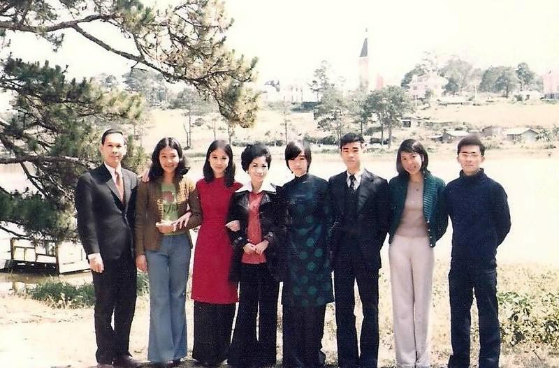 Thầy CBA, Mai Thanh, Nhất Anh,  cô Vi Khuê, Tứ Anh, Phi Khanh, Nhị Anh