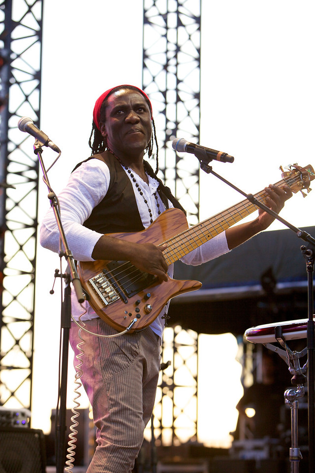 Richard Bona playing with Raul Midon at Jazz à Juan 2011