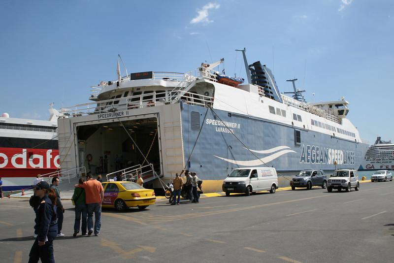 2008 - SPEEDRUNNER II embarking in Piraeus to Serifos Sifnos Sikinos Ios Thira.