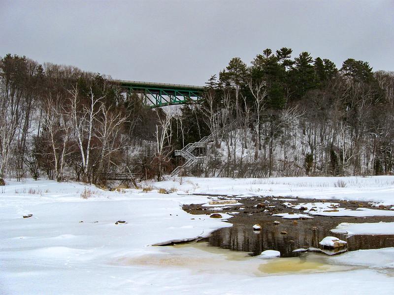 Cut River Pathway  (1.5 miles; d=2.00)