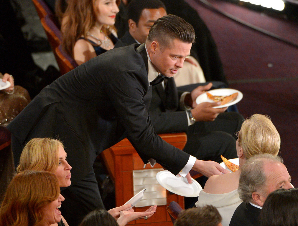 . Brad Pitt, left, shares pizza with Meryl Streep in the audience during the Oscars at the Dolby Theatre on Sunday, March 2, 2014, in Los Angeles.  (Photo by John Shearer/Invision/AP)