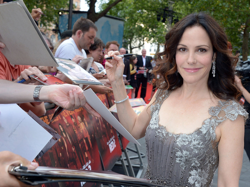 . Mary-Louise Parker signs autographs as she arrives at the European Premiere of Red 2, on Monday July 22, 2013 in London. (Photo by Jon Furniss/Invision/AP Images)