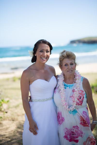 gillin beach kauai wedding-45.jpg