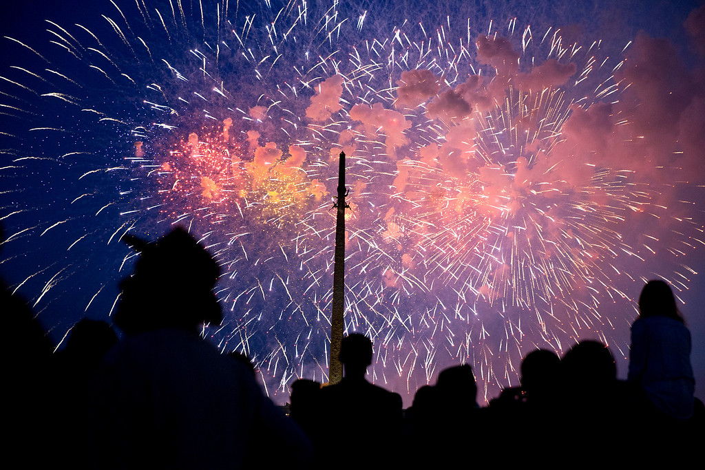 . People  watch  fireworks which mark Victory Day as they commemorate the 69th anniversary of the defeat over Nazi Germany,  on Poklonnaya hill in Moscow,  Friday, May 9, 2014.  (AP Photo/Pavel Golovkin)