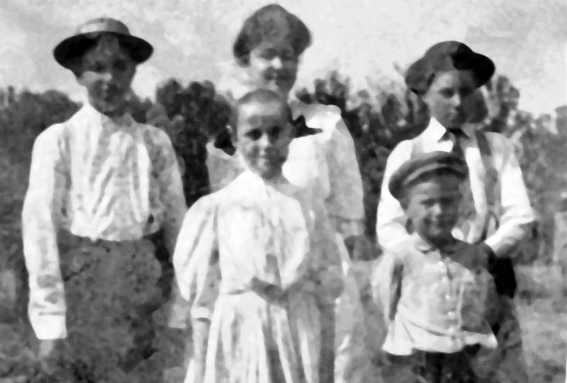 Paul William Frances Bertha Charles Richard Karhryn Elizabeth Albert Wesley Kipp Olney IL 1907.jpg