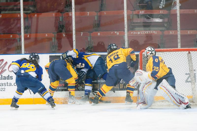 20130310 QWHockeyvsUBC 393.jpg