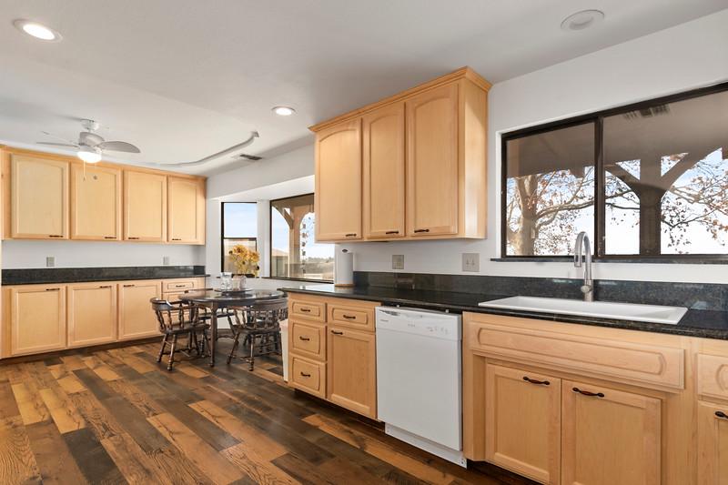 2210 Rancho Lomas 20 Kitchen.jpg