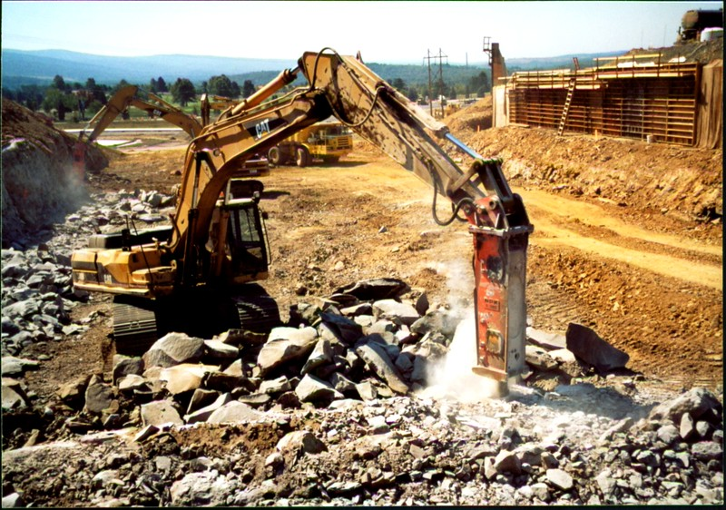 NPK E220 hydraulic hammer on Cat excavator-secondary breaking (4).JPG
