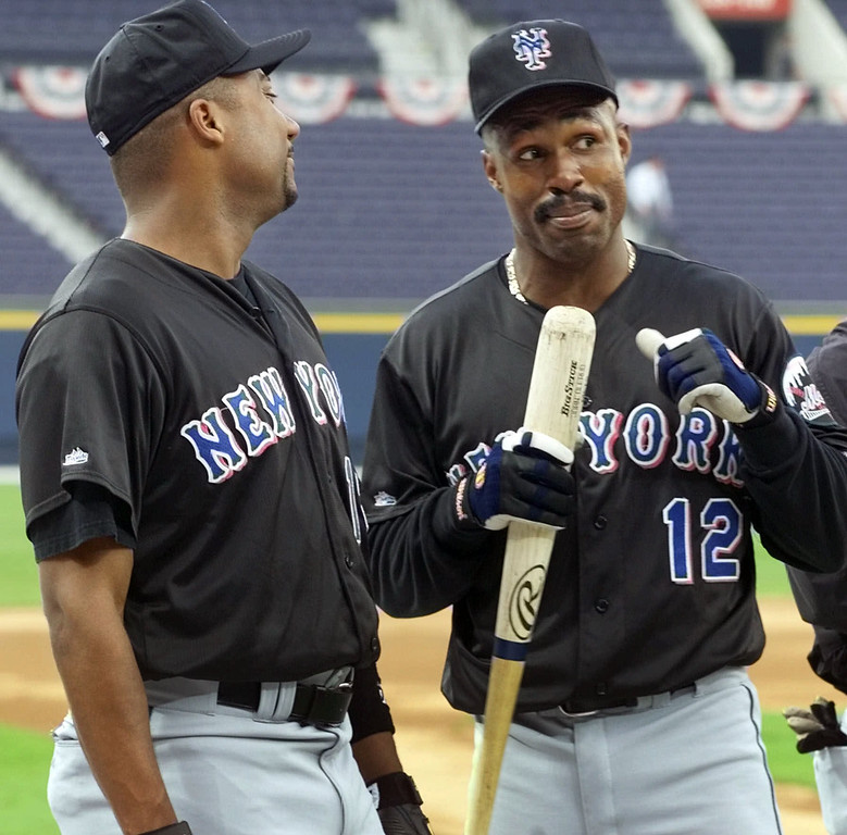 . New York Mets\' Darryl Hamilton, left, and teammate Shawon Dunston, kid around as they prepare to taking batting practice Monday Oct. 11, 1999 at Turner Field in Atlanta. The Mets will be playing the Atlanta Braves Tuesday in game one of the National League Championship Series. (AP Photo/Tony Gutierrez)