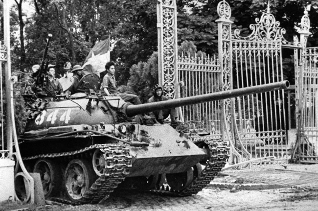 North Vietnamese Tank Takes The Independence Palace