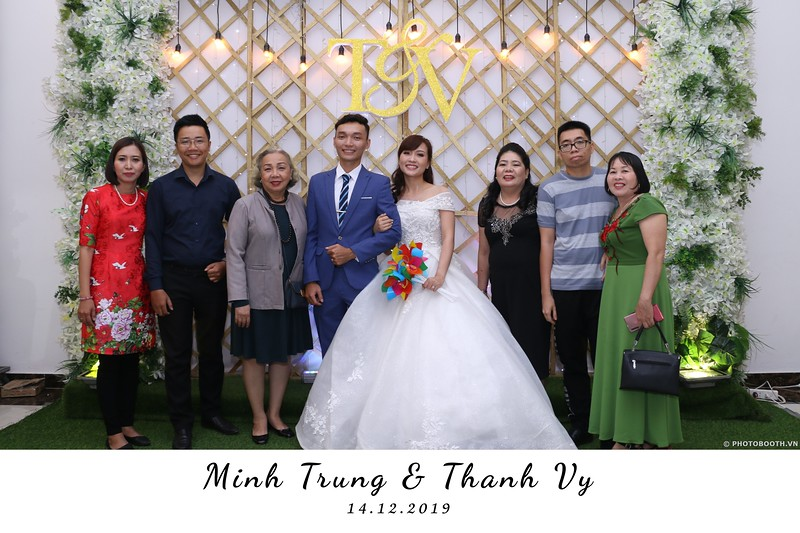 Trung-Vy-wedding-instant-print-photo-booth-Chup-anh-in-hinh-lay-lien-Tiec-cuoi-WefieBox-Photobooth-Vietnam-026.jpg