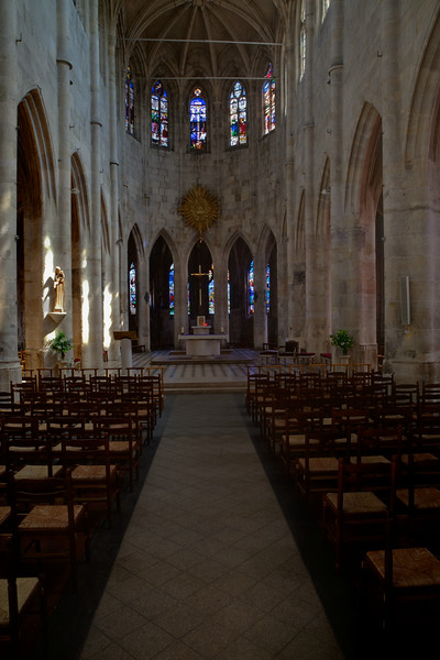Montfort l'Amaury Nave and Choir