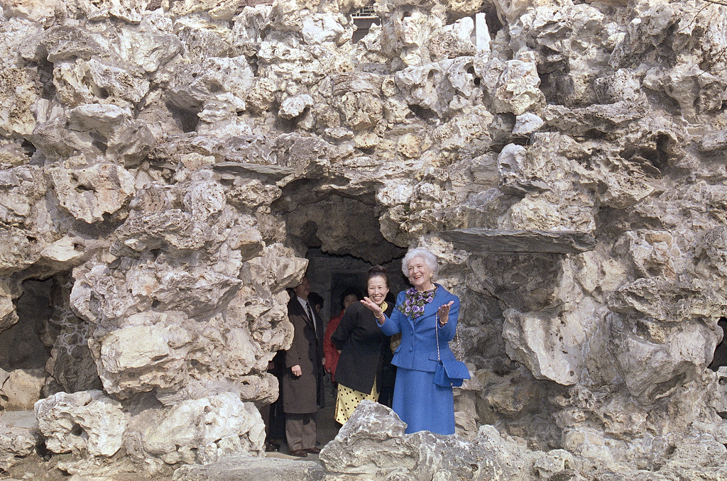 . First lady Barbara Bush tours the rock garden at Gong Wang Fu, Sunday, Feb. 26, 1989 at Beijing in the Forbidden City with Mrs. Betty Lord, wife of the American ambassador. (AP Photo/Ron Edmonds)