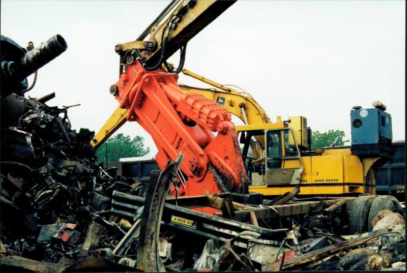 NPK M38K demolition shear on Cat excavator-C&D recycling (12).JPG