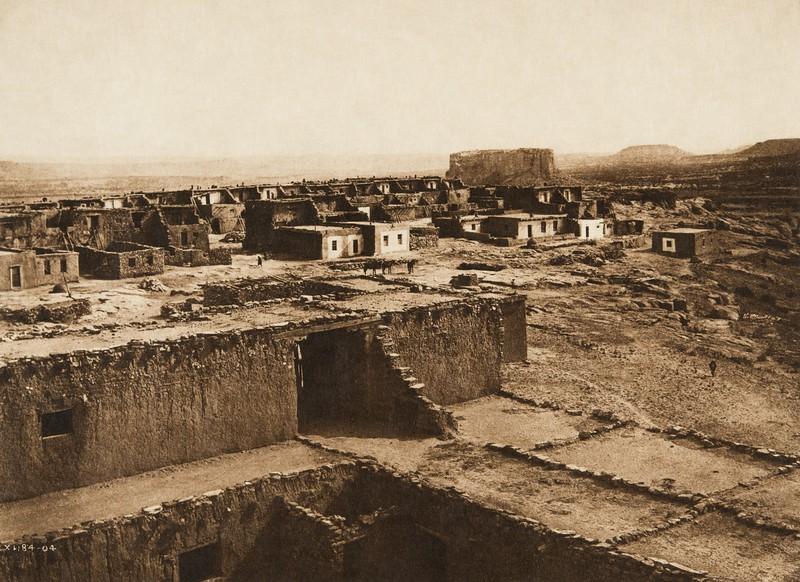 The Enchanted Mesa (The North American Indian, v. XVI. Norwood, MA, The Plimpton Press,  1926)