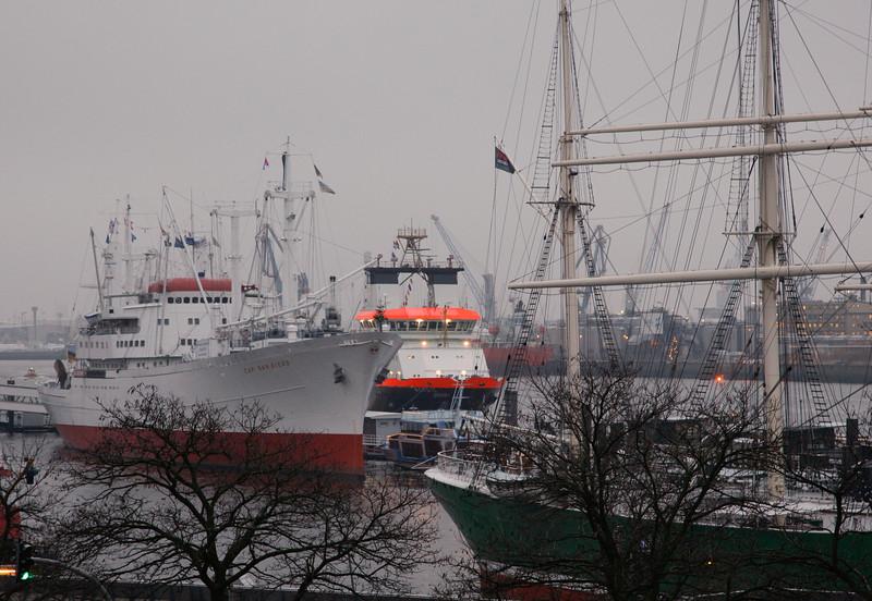 Am 8.12.2010 wird der neue Notschlepper für die Nordsee NORDIC in Hamburg an der Überseebrücke getauft