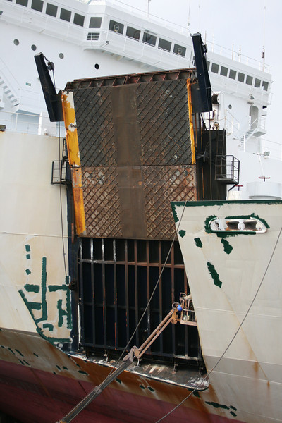 F/B VICTORY renaming as CHIHUAHUA STAR and repainting in shipyard in Napoli. Side bow gangway.