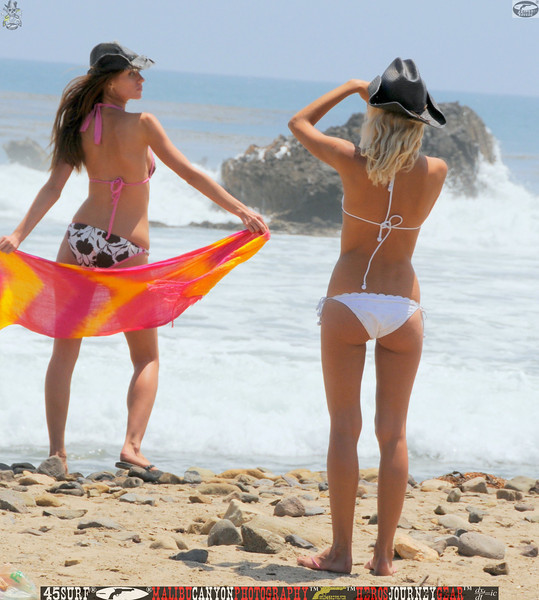 leo carillos surf's up beautiful swimsuit model 45surf 1608.,.,.,.