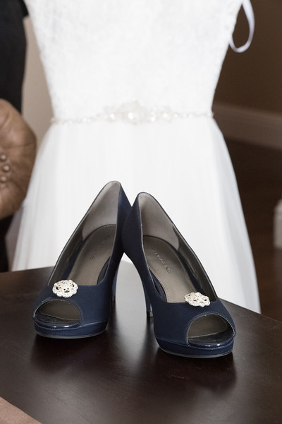 Drew and Taylor - Before the Ceremony  (16 of 216).jpg