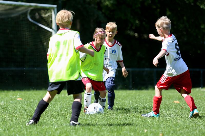 hsv_fussballschule-528_48047959256_o.jpg