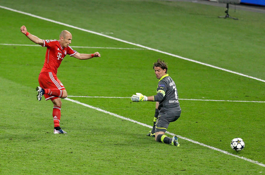 . Bayern\'s Arjen Robben of the Netherlands, left, scores his side\'s 2nd goal past Dortmund goalkeeper Roman Weidenfeller during the Champions League Final soccer match between  Borussia Dortmund and Bayern Munich at Wembley Stadium in London, Saturday May 25, 2013. (AP Photo/Alastair Grant)