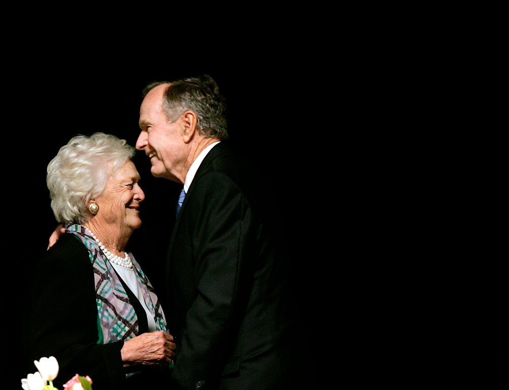. Former President George H.W. Bush, embraces former first lady Barbara Bush after she introduced the former president at the Genesis Women\'s Shelter Mother\'s Day Luncheon in Dallas, Tuesday, May 3, 2006. The Bushes were the featured speakers at the event. (AP Photo/Tony Gutierrez)