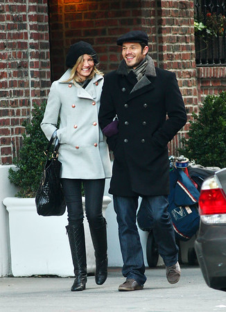 2008-12-18 - Cameron Diaz and Sculfor