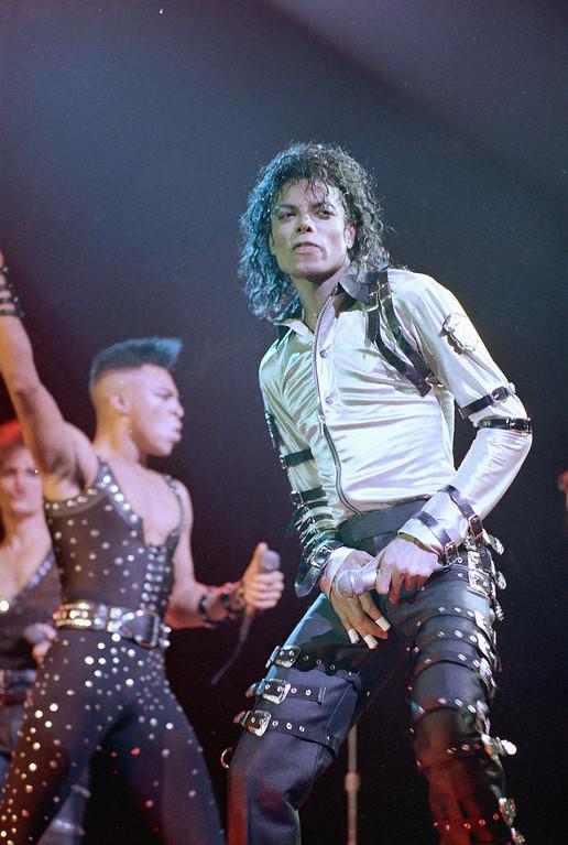 . Michael Jackson performs at New York\'s Madison Square Garden, Thursday, Mar. 3, 1988.    (AP Photo/Ron Frehm)