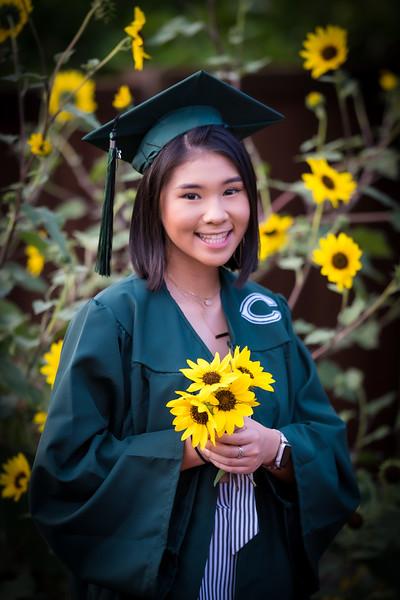 20200521_sarah-friends-connally-graduation_069.jpg