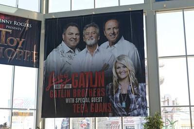 2013 12 10  Larry Gatlin & the Gatlin Bros. with Teea Goans