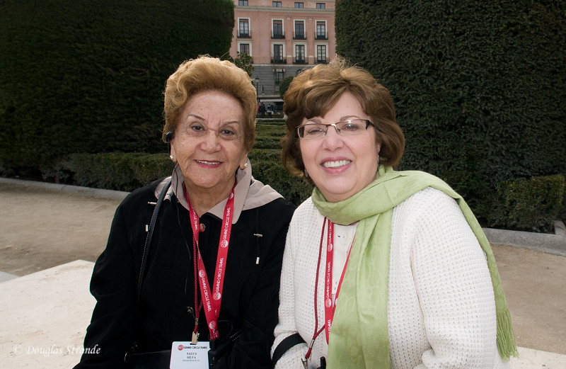 Tue 3/08 in Madrid: Salua and Louise taking a break