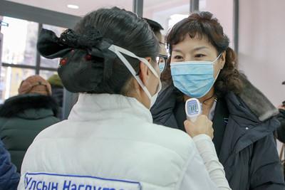 Эрүүл мэндийн сайд Улсын нэгдүгээр төв эмнэлгийн ажилтай танилцлаа