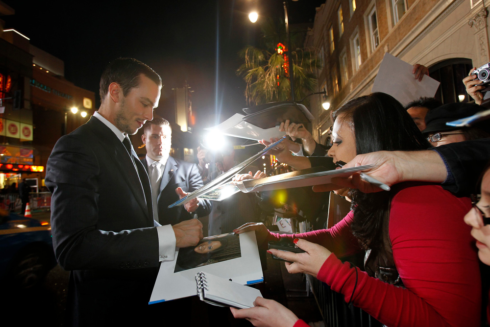 """Description of . Cast member Nicholas Hoult signs autographs at the premiere of \""""Jack the Giant Slayer\"""" in Hollywood, California February 26, 2013. The movie opens in the U.S. on March 1.  REUTERS/Mario Anzuoni"""
