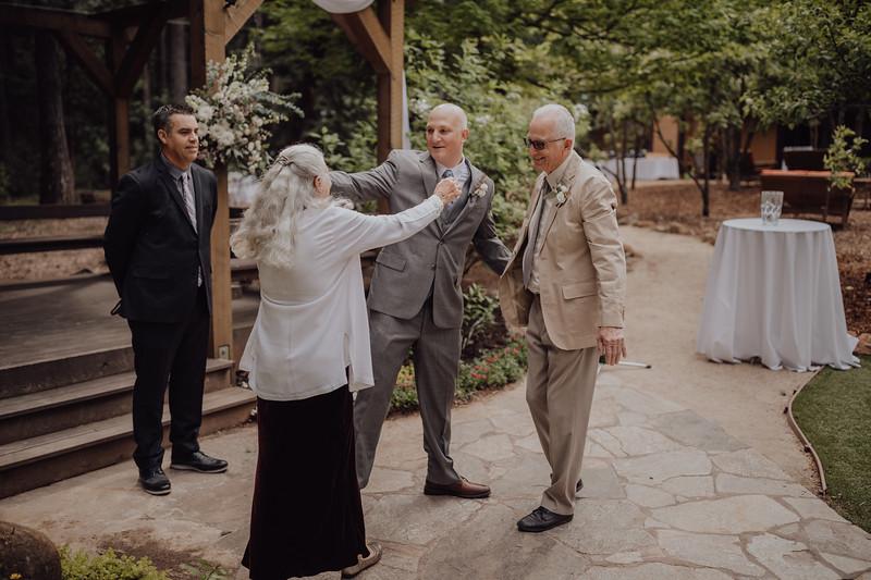 2018-05-12_ROEDER_JulieSeth_Wedding_ROEDER1_0085.jpg