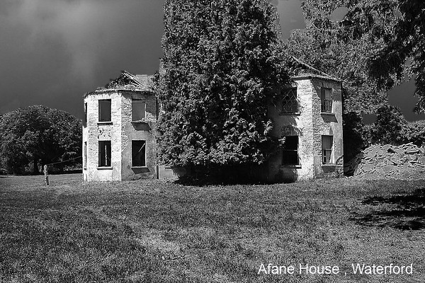 Great ruined houses of Ireland